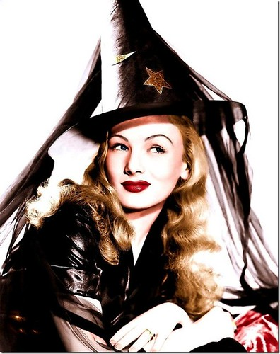 Classic Hollywood actress Veronica Lake, vintage Halloween witch pin-up girl photo[4]