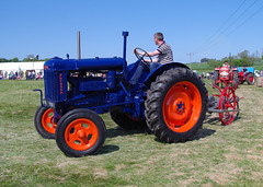 Fordson E27N and Potato Digger, 2016 FVAMC Rally, Cupar (andyflyer) Tags: fordsone27n wallacedigger e27n fordson fvamc fvamcrally fifevintageagriculturalmachineryclub fifevintagetractorclub tractors tractor oldtractors farmmachinery farmtractors agriculture farming classictractors farmingheritage