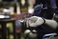 Cigarro (Davirowisky) Tags: davirowisky bar boteco ituiutaba minasgerais mg brasil brazil canon canont3 50mm yongnuo youngnuo ufu noite luz luznatural cerveja cerva breja beer cigarro bebida festa