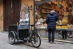 "Bologna -  ""Il quadrilatero"" - Via Clavature (Massimo Battesini) Tags: nationalgeographic worldtrekker bologna emiliaromagna italia it worldcitycenters olympusem5markii olympus em5markii mzuikodigitaled1240128 zuiko market marché mercato bazar bazaar bicicletta vélo bicycle biciclettes bicicletas biciclette bike bikes centrostorico zentrum centreville centromedievale centremédiéval medievalcenter centromedieval città ville city stadt town ciudad photographiederue streetphotography fotografiaderua photosdelavie escenacallejera ilquadrilatero italien italy italie viaclavature europe europa"
