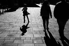 joy. (P. Zimmer) Tags: street light shadow urban blackandwhite bw monochrome licht noiretblanc sw schatten scharzweiss rx1