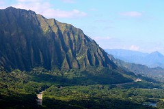 Hawaiian Mountains (photawwgraphy) Tags: travel vacation mountains green tourism nature forest landscape outdoors hawaii oahu scenic roadtrip hills roads nuuanupali windwardcoast