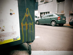 (ǝɹpɹoʇǝɹɐןıɥd) Tags: brussels streetart pencils graffiti belgium belgique tag belgië bruxelles crayon brussel