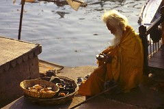 Sadu at the Ganges (qatbart) Tags: india varanasi sadu