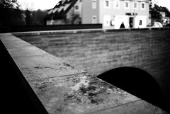 Above the underworld (Leica M6) (stefankamert) Tags: meinfilmlab wwwmeinfilmlabde stefankamert street underworld black blurry blur bw baw sw blackandwhite blackwhite noir noiretblanc monochrome leica m6 leicam6 rangefinder voigtländer nokton 35mm kodak trix film analog grain dof bokeh highcontrast city vision bridge tones shapes lines abstract