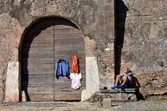Il riposo (Maurizio Belisario) Tags: parcodegliacquedotti roma rome anziano old riposo persone person rest footing corsa runner