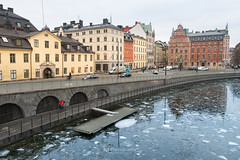 Floating Ice. (bgfotologue) Tags: 城市 2017 500px a72 architecture bgphoto bridgebuiltstructure buildingexterior builtstructure cpl capitalcities car christianity church city cityscape colorimage current day europe famousplace floating gamlastan highangleview horizontal ice image imaging island lake landscape lights nationallandmark night nopeople north oldtown outdoors photo photography polarizer reflection religion road sky sony stockholm sweden tourist transportation travel traveldestinations tripod tumblr water winter bellphoto 偏光鏡 冬 冰 北歐 攝影 教堂 斯德哥爾摩 旅行 旅遊 歐洲 水流 流冰 浮冰 瑞典 都市 風光 風景