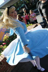 Alice (MediumHero6) Tags: face orlando florida alice character parks disney wdw waltdisneyworld mk magickingdom fantasyland aliceinwonderland mainstreetusa disneyparks facecharacter