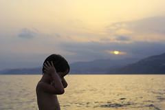 (Cris Martín) Tags: españa costa guy sol beach sunrise canon kid spain playa granada niño anochecer salobreña caída 550d