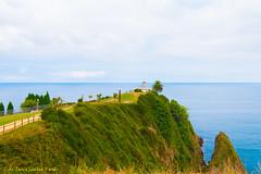 Faro de Cands (Julio Jaime Snchez Verd) Tags: blue light sea sky naturaleza lighthouse verde green luz azul faro mar nikon asturias paisaje cielo nubes nikkor 1635 cands d810