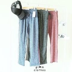 """440฿#ส่งฟรีลงทะเบียนส่งemsเพิ่ม20บาทจ้า  jogging pant   detail : กางเกงวอม ผ้าคอตตอนนิ่ม งานดีไม่แข็ง ใส่สบาย รอบเอวเป็นเชือกรูด ด้านข้างเป็นเส้นสีขาว กุ้นขอบให้กางเกงดูมีดีเทลขึ้นคะ สาวร่างบาง-สาวอวบ ใส่ได้ทุกคนคะ   free size  เอว 23-40"""" สะโพก 42"""" ยาว35"""""""