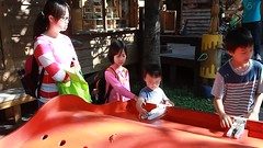 MVI_8582 (小賴賴的相簿) Tags: family kids canon happy 50mm stm 台中 小孩 親子 陽光 chrild 福容飯店 5d2 老樹根 麗寶樂園 anlong77
