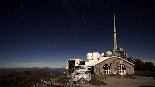 Pic du Midi (2877 m) - La terrasse éclairée par la Lune.