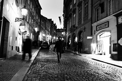 .139: Praha (Daniel Ivn) Tags: street nightphotography winter portrait woman white blancoynegro blanco night walking noche blackwhite calle mujer europa europe czech prague geometry retrato candid streetphotography highcontrast streetportrait streetlife praha praga czechrepublic invierno caminando underpressure blackwhitephotography blackwhitephoto geometra thedecisivemoment altocontraste ceskrepublika fotografanocturna fotografadecalle retratocallejero danielivan fotografadenoche ceskrepubliky danielivn retratodecalle