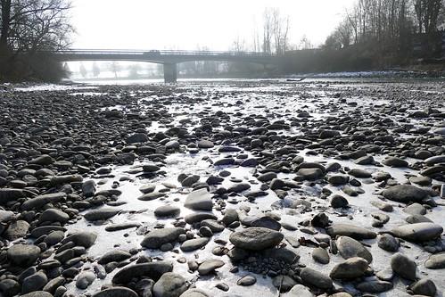 Eiskalter Fluss / frozen river in Switzerland
