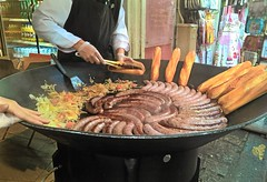 bread and cholesterol (omnia_mutantur) Tags: pane pain bread pan salsicce saucisses salsichas cibo food comida nourriture strada calle street rue rua parigi paris francia france frança