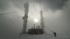 Neige au Mont Aigoual (Janis-Br) Tags: neige snow nuages clouds sun soleil brouillard fog antennes sommet montaigoual hiver winter france reflex photography nikonphotography nikoncapture nikonfr nikond750 ambiance