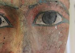 MRAH - KMKG / Imperio nuevo : Fragmento de una tapa de ataúd / Fragment of a lid of a coffin / Fragment d'un couvercle de cercueil (Soloegipto) Tags: mascara nuevo reino funeraria tebas