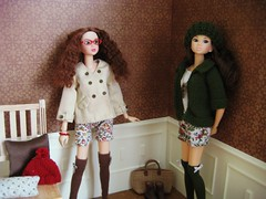 Tights  (Karine'S HCF (Handmade Clothing & Furniture)) Tags: autumn scale hat lazo outfit doll gorro handmade interior indoor tights hose mano hosiery otoo 16 bonnet pantyhose frio diorama medias mueca hecho handknitted momoko escala pantys
