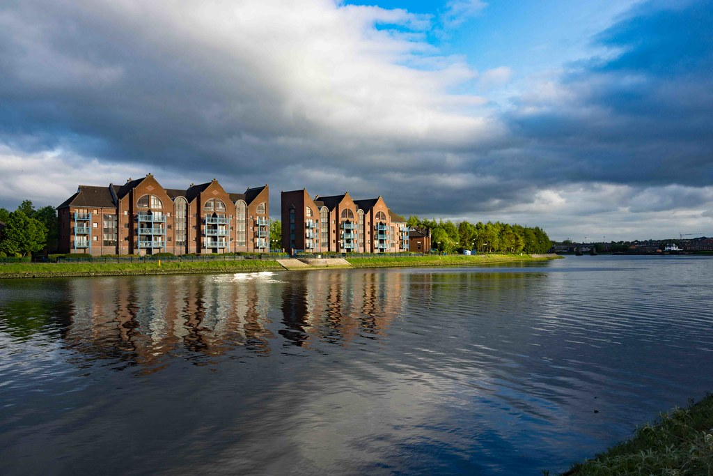 A WALK ALONG THE LAGAN TOWPATH [BELFAST]-108982