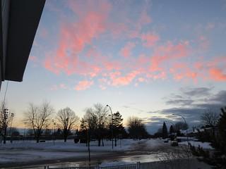 ** Notre rue...sous de jolis nuages roses...**