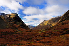 Glorious Glencoe (images@twiston) Tags: gloriousglencoe autumninglencoe glencoe three sisters 3sisters mountains autumn blue sky white clouds moor moorland remote hills highlands scottishhighlands highlandsofscotland mountain rock rocks valley sunlight scotland landscape green brown golden orange grass meadow glen patchwork dappled hill imagestwiston schottland caledonia ecosse escoia alba a82 ridge snow