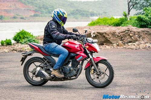 2015-Suzuki-Gixxer-Long-Term-Review-08
