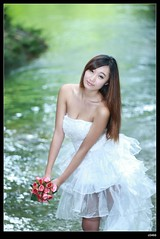 nEO_IMG_DP1U2125 (c0466art) Tags: pictures light portrait white water smile canon wonderful bride big colorful pretty sweet outdoor good gorgeous deep taiwan showgirl figure cloth charming 1dx  c0466art