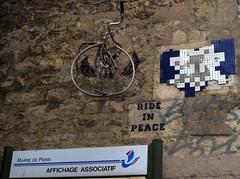 PA_1007 Space invader feat. Ride in Peace in Paris 9th (Sokleine) Tags: street streetart paris france art spaceinvader mosaics urbanart tiles invader rue iledefrance mosaque artderue 75009