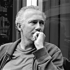 DSCN7191 (Akbar Simonse) Tags: portrait people blackandwhite bw man holland blancoynegro netherlands monochrome square zwartwit candid nederland streetphotography denhaag bn haag portret thehague vierkant lahaye sgravenhage agga straatfotografie akbarsimonse