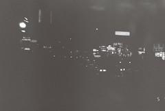 黑白在香港上海 (lumieb) Tags: blackandwhite bw hk film 35mm hongkong 35mmfilm 135 上海 香港 黑白 hongkongstreet filmphoto 135film hongkongsnap film135 樂凱 樂凱黑白400 filmpic hksnap 135photo hongkongstreetsnap