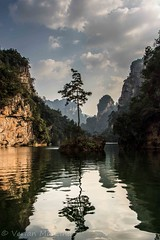 Ruhe (Verian Mancina) Tags: china travel shadow sky mountain lake see reisen rocks natur wolken backpacker epic baum wandern felsen einsam gebirge spieglung