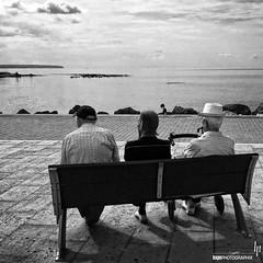 The Cure is staring at the sea (hapePHOTOGRAPHIX) Tags: hapephotographix black iphone6plus balncoynegro iphoneography blancetnor monoart monochrome schwarzweiss sw bnw bw streetphotography strasenszene meer sea mar 724esp balearic islands españa europe balearischeinseln mallorca palmademallorca spain spanien bank bench 999str 999sld 724mll 999bnw dsplyys