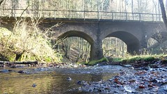 Eisenbahnbrücke über den Brexbach - Wandern auf dem Saynsteig
