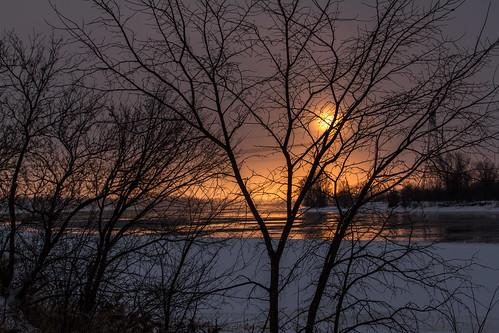 Couché de soleil de Janvier sur la Rivière des Prairies.