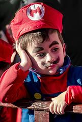 D3413-Aburrido carnaval (I) (Eduardo Arias Rábanos) Tags: robados candids carnaval carnival niños children eduardoarias eduardoariasrábanos panasonic lumix g6 astorga piñata disfraz costume maquillaje makeup cara rostro face aburrimiento ennuie bore boredom niño boy kid supermariobros