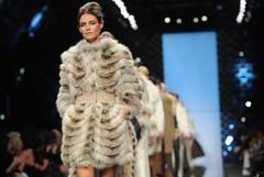 اختاري المعطف الشتوي بلمسة الفرو لإطلالة فاخرة في شتاء 2017 (Arab.Lady) Tags: اختاري المعطف الشتوي بلمسة الفرو لإطلالة فاخرة في شتاء 2017