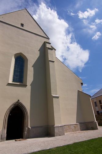 Fragment zachodniej fasady kościoła Wniebowzięcia NMP i św. Stanisława BM w Bodzentynie