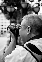 Japanese photographer (horst_fischer56) Tags: camera bw man germany deutschland japanese fotograf photographer hessen streetphotography mann schwarzweiss kamera zeil personen schrfentiefe japaner blackwithe einfarbig schwarzweis fotokamera xpro1 strasenfotografie frankfurtamain fujixpro1