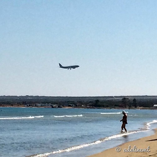 Holidays always include sone plane spotting 😉 A transport aircraft landing at RAF Akrotiri, Cyprus ✈️💕 Thanks for driving all the way to Akrotiri @andycamera 😘  #raf #akrotiri #beach #planespotting #aviation #instafli