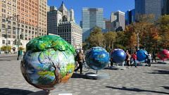 New York: Battery Park - Globes exhibition