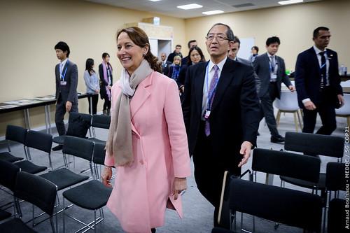 Ségolène Royal signe un important protocole franco-japonais dans le domaine des villes durables et du transport propre