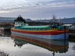 _1120372 (HJSP82) Tags: reflection boat houseboat craft barge riverhull sequana 20151213beverleyriver
