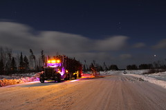 Loaded at the top of the Grey Trout (jr-transport) Tags: kenworth w900 w9l w900l trailex logging trailer ontario heavy cold pine whitepine redpine jackpine sky night custom purple