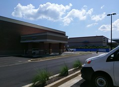 Hernando Kroger: pharmacies, old and new, on opening day of the new store (l_dawg2000) Tags: 2016 bistro cheeseshop deli grocery grocerystore hernando kroger krogermarketplace marketplace meats mississippi ms newkroger pharmacy supermarket unitedstates usa