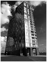Modern Hamburg (kurtwolf303) Tags: gebäude building monochromefineart einfarbig architektur architecture olympusem1 omd microfourthirds micro43 sw bw schwarzweis blackwhite outdoor windows fenster fassade facade systemcamera mirrorlesscamera spiegellos hochhaus 250v10f spiegelungen reflections topf25 topf50 500v20f topf75 900views 1000v40f topf100