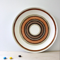 Circles. (Kultur*) Tags: vintage vintagehousewares vintageplate 1970splate dining serving plates plate circle circles stoneware orange 1970s dinnerplate stonewareplate 1970sserving cavalier royalchina ironstone
