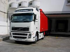 Loading in Braun Spain (vic_206) Tags: truck braun camin globetrotterxl volvofh12480