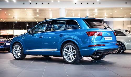 Audi Q7 Long Beach Blue
