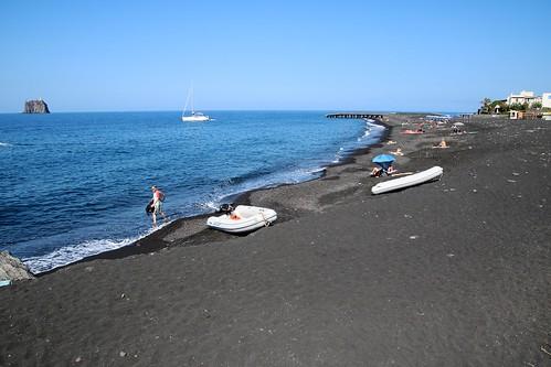 Île de Stromboli / Plage de sable noir de San Bartolo